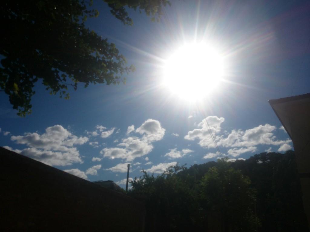 早起,蓝天白云,几乎每天都这样,没有雾霾,没有PM2.5。心情好!
