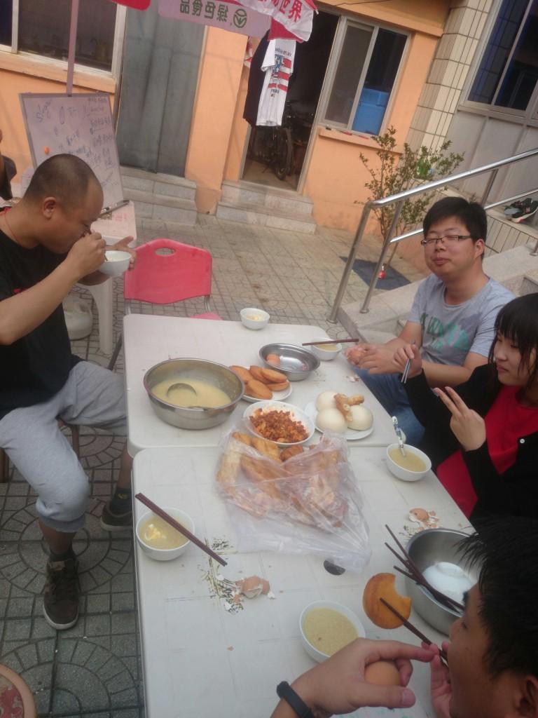 早餐。大叔早上五点半就开始给我们准备早食了。好辛苦,谢谢大叔!每天都要努力吃得干干净净的